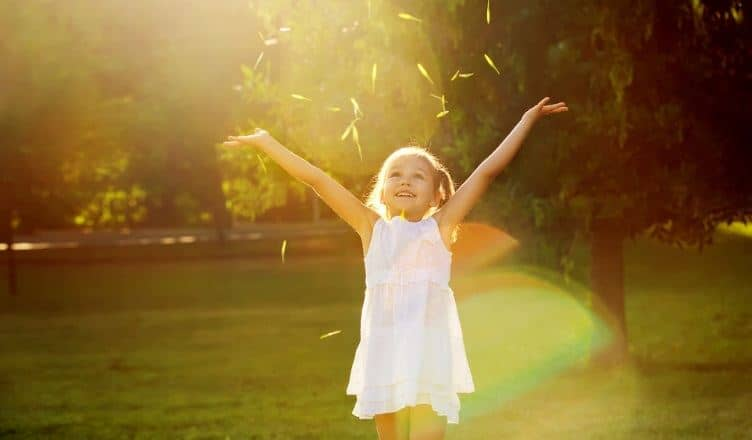 how to raise a happy confident kid